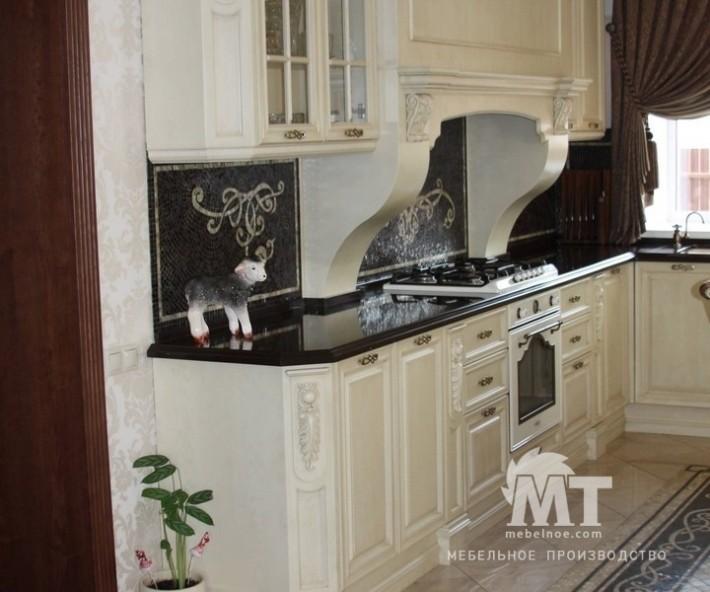 кухонный гарнитур с окном 1