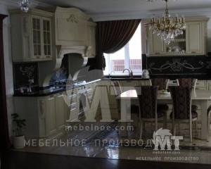 кухонный гарнитур с окном