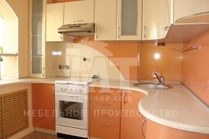 Персиковый кухонный гарнитур1